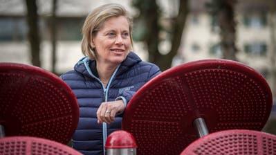 Elsbeth Aepli Stettler an einem der Bewegungsgeräte im Alterszentrum Park. (Bild: Reto Martin)