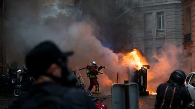 In mehreren Ländern Europas ist es in letzter Zeit zu Protesten gekommen. So auch in Frankreich, wo die Gelbwesten nach wie vor für Unruhen sorgen. (Bild: Sathiri Kelpa/Getty Images (Paris, 8. Dezember 2018))