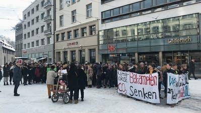 Die streikenden Schülerinnen und Schüler auf dem St.Galler Marktplatz. (Bild: Luca Ghiselli, 11. Januar 2019)