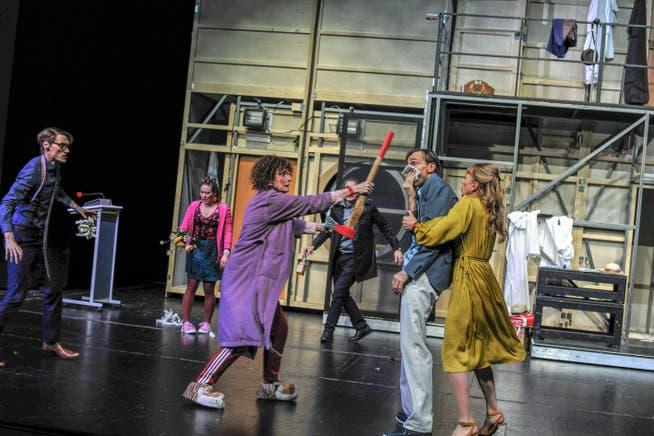 Theater spielen nackt Öffentliche Nacktheit