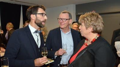 Braunaus Gemeindepräsident David Zimmermann (links) im Gespräch mit der Thurgauer Regierungspräsidentin Cornelia Komposch. (Bilder: Christoph Heer)