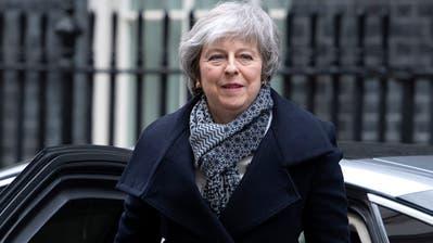 Theresa May am Montag in London. (Bild:EPA/FACUNDO ARRIZABALAGA)