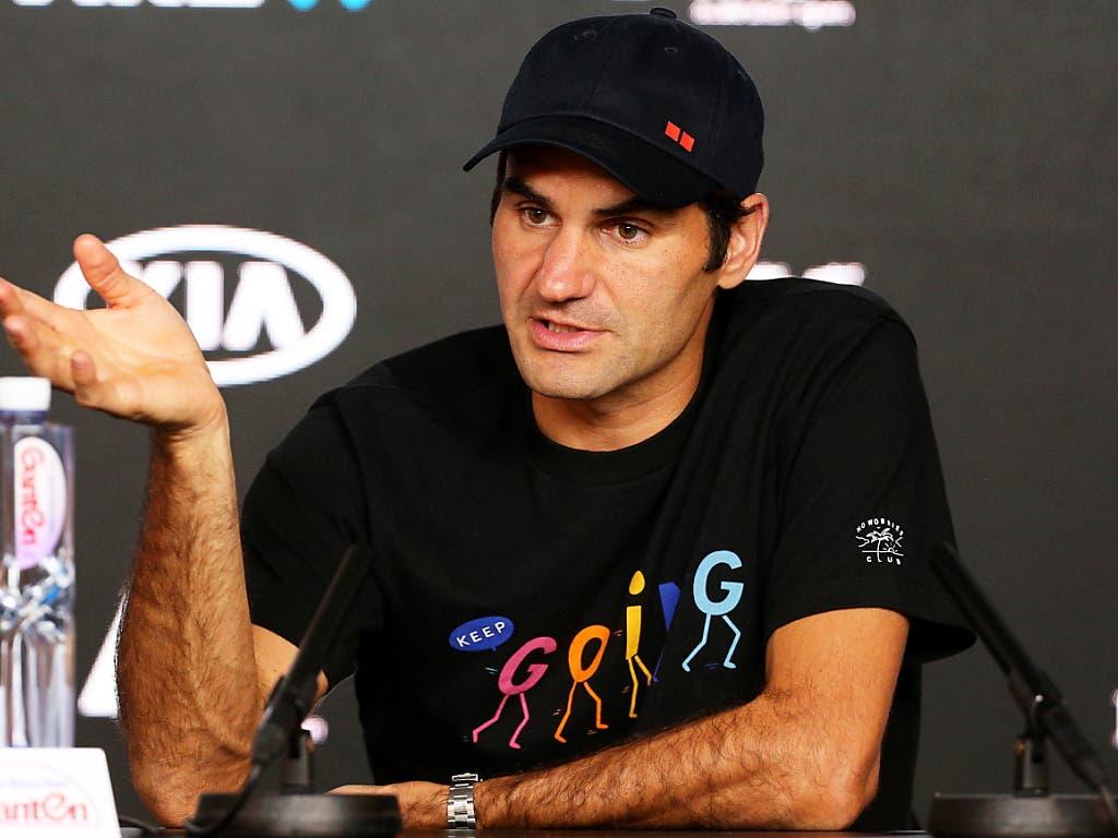 Roger Federer in gelöster Stimmung an der Medienkonferenz (Bild: KEYSTONE/EPA AAP/HAMISH BLAIR)