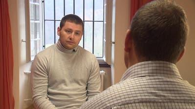 Sasa Sindelicbeim Interview mit dem Reporter der «Rundschau» von Schweizer Fernsehen SRF. (Screenshot SRF)
