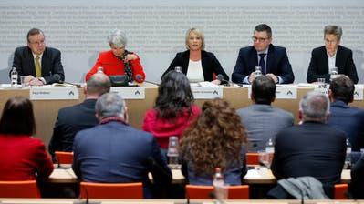 Die Expertenrunde stellte sich in Bern den Fragen der Nationalräte.Bild: Peter Klaunzer/Keystone