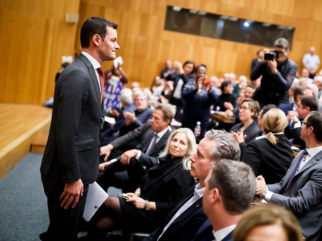 Reumütig trat der Genfer FDP-Staatsrat Pierre Maudet am Dienstag vor die Parteibasis in Genf. (Bild: KEYSTONE/VALENTIN FLAURAUD)