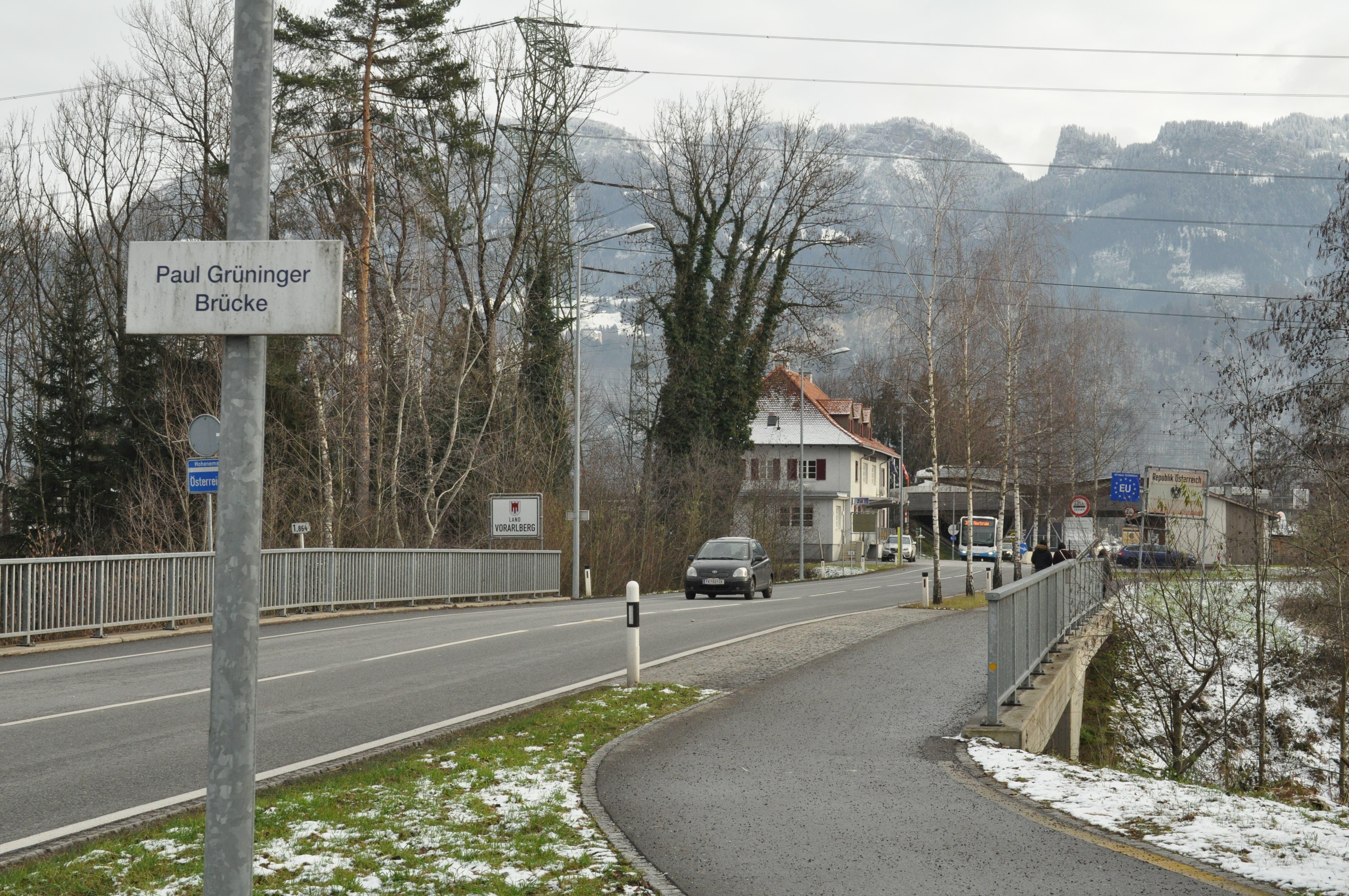Der Weg führt über die Paul Grüninger Brücke nach Vorarlberg. (Bilder: Valentina Thurnherr)