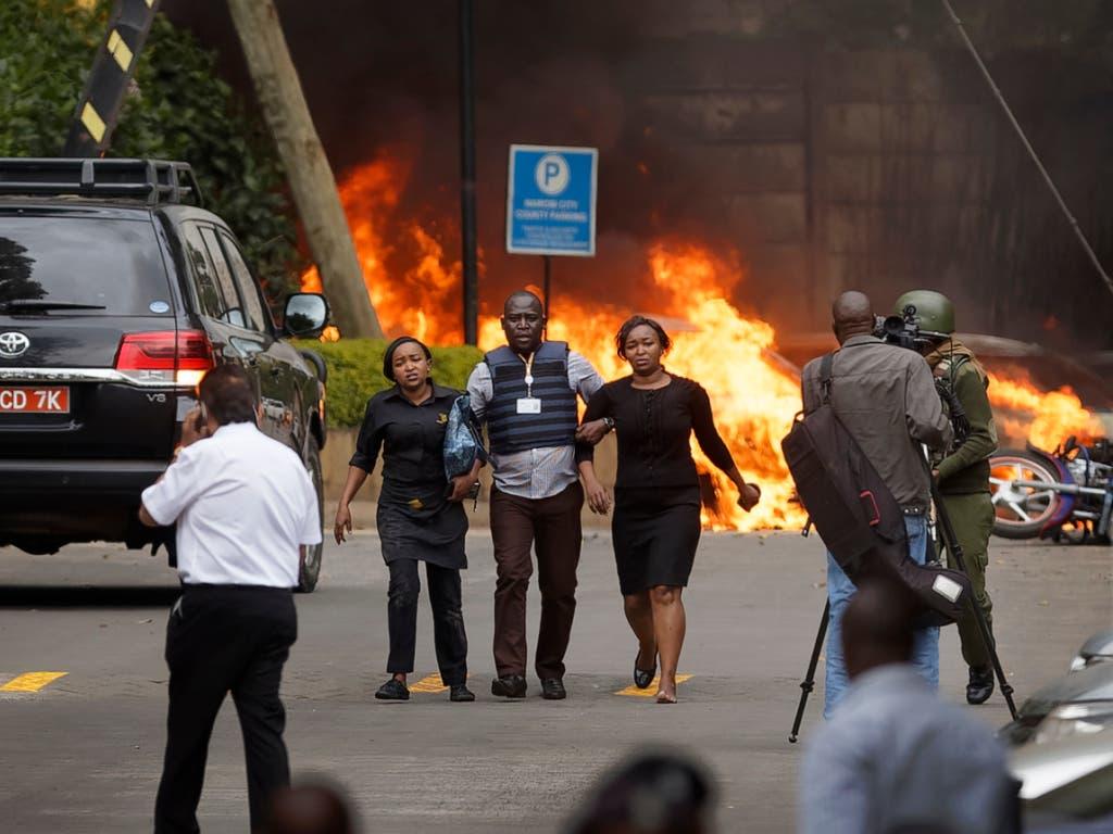 Bei einem Anschlag auf ein Luxushotel in Kenia sind zahlreiche Personen ums Leben gekommen. (Bild: KEYSTONE/AP/BEN CURTIS)