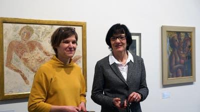 Museumskuratorin Stefanie Hoch und Kommunikationschefin Corinne Rüegg Widmer in der Ausstellung über Helen Dahm. (Bild: Dieter Langhart)
