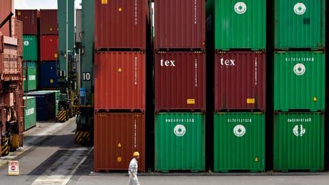 Von den 1,6 Millionen an Anleger verkauften Container, konnte der Insolvenzverwalter nur 0,6 Millionen finden.(Symbolbild: EPA/FRANCK ROBICHON)