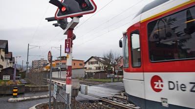 An dieser Stelle möchten die Zentralbahn und die Gemeinde Horw eine Unterführung unter der Bahnlinie erstellen. Das Wegmatt-Areal soll später überbaut werden. (Bild: Google)