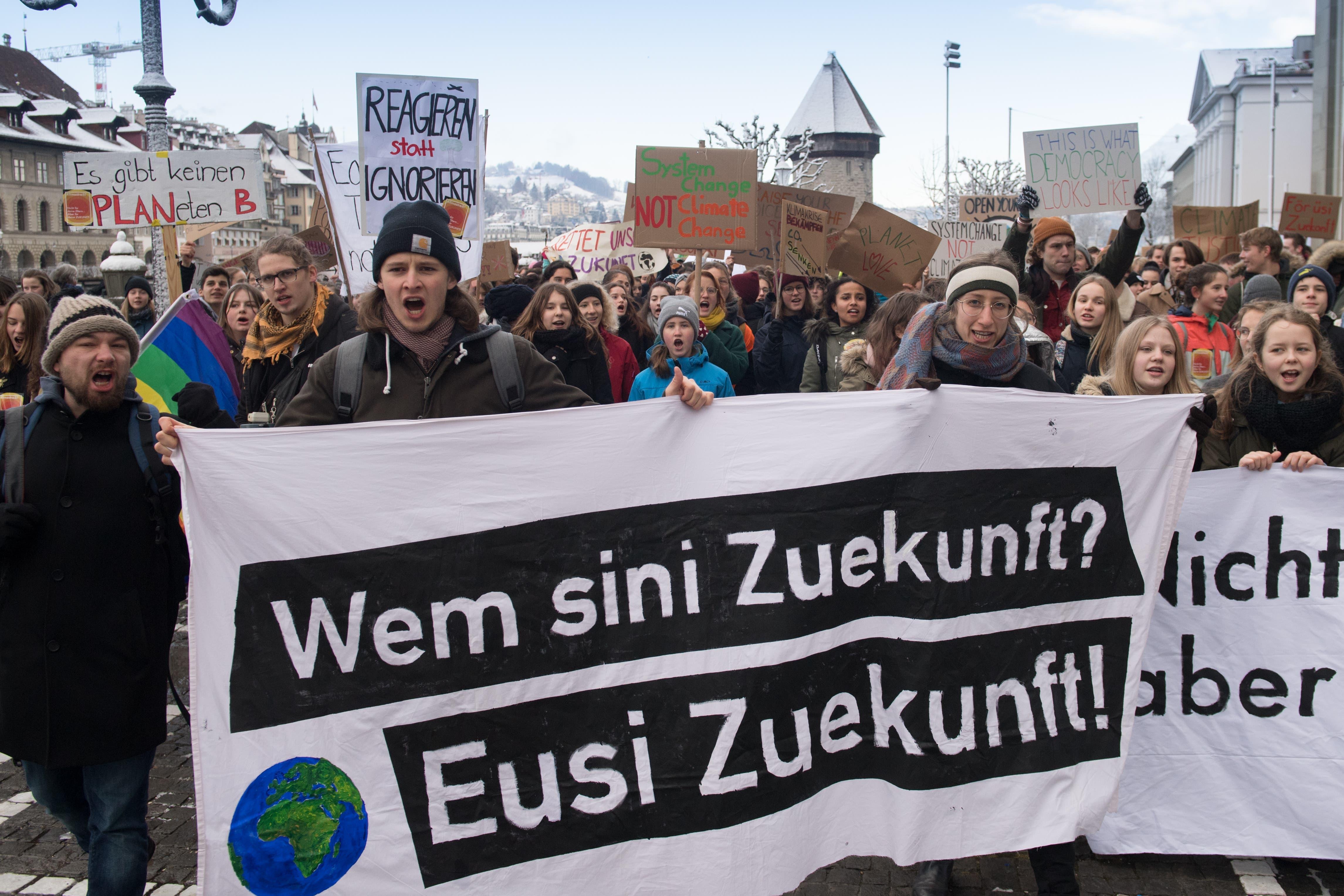 Die Jugend streikt fürs Klima und ruft den Klima-Notstand aus. (Bild: Boris Bürgisser/LZ (Luzern, 18. Januar 2019))