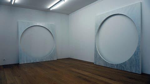 Paul Czerlitzkis Objekte in der Galerie Kirchgasse. (Bilder: Dieter Langhart)