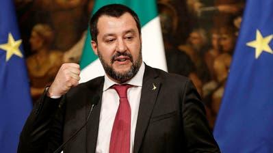 Geniesst immer mehr Zustimmung: Die italienische Lega-Partei um Innenminister Matteo Salvini. (Riccardo Antimiani/ANSA via AP (Rom, 17. Januar 2019))