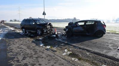Bei der Frontalkollision zwischen der Lohrenkreuzung und dem Stechenrain in Luzern wurde ein Autofahrer schwer verletzt. Das Strassenstück musst für zweieinhalb Stunden gesperrt werden. (Bild: PD/Luzerner Polizei)