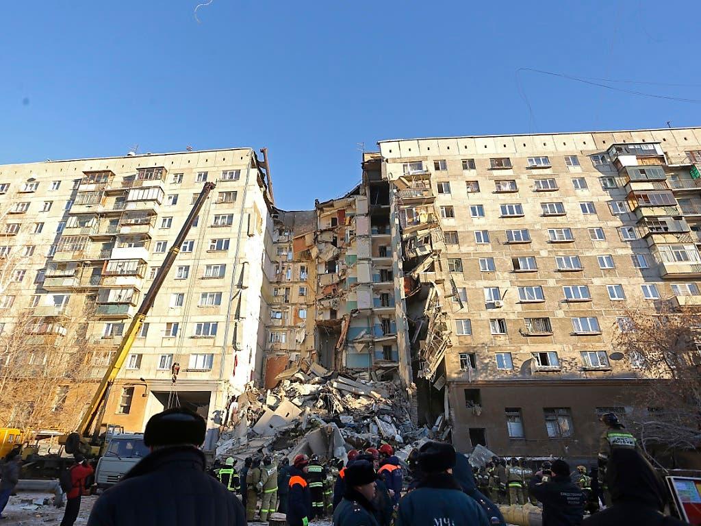 Der Wohnblock in der Industriestadt Magnitogorsk, in dem sich die Explosion ereignete. (Bild: KEYSTONE/AP/MAXIM SHMAKOV)