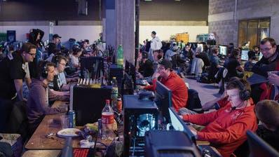 600 Gamer auf dem Olma-Gelände