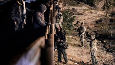 USA setzen Tränengas gegen Flüchtlinge an Grenze zu Mexiko ein