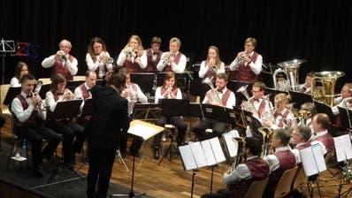 Die Musikgesellschaft Hugelshofen zeigt auch Showeinlagen an ihren Konzerten. (Bild: Erwin Schönenberger)