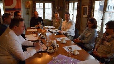 Das OK des 1200-Jahr-Jubiläums im Restaurant Rössli (von links): Rolf Müller, Roman Egli, Thomas Rhyner, Fritz Gerber (Präsident), Susanne Osterwalder, Reto Almer, Stefanie Neumeister und Anita Gähwiler. (Bild: Tobias Söldi)