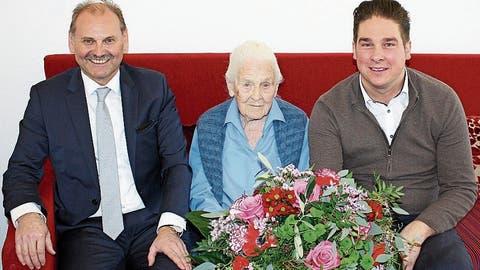 Blumengrüsse vom Präsident für die älteste Weinfelderin