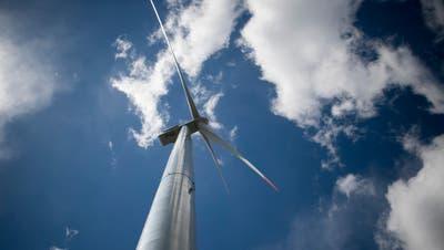 Ein Windkraftwerk im Kanton Graubünden. (Bild: Benjamin Manser)