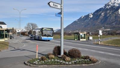 Der Einlenker Rans mit den beiden Busbuchten auf der Ost- und der Westseite der Churerstrasse soll aus Gründen der Sicherheit neu gestaltet werden. (Bild: Heini Schwendener)
