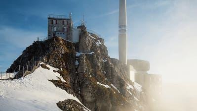 Mit dem Heli auf den Säntis: Trotz beschädigter Seilbahn sind Menschen auf dem Berg