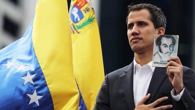 Kräftemessen in Venezuela: Oppositionsführer fordert Maduro heraus
