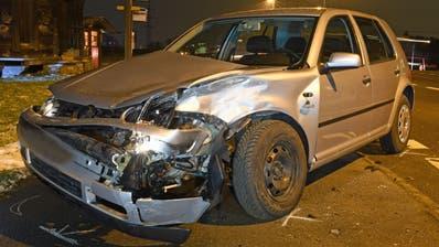 Bei einem missglückten Wendemanöver kollidierte dieses Auto mit einem Lieferwagen. (Bild: Luzerner Polizei (Luzern, 24. Januar 2019))