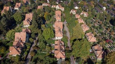 Der Nachbar nebenan kann zum persönlichen Umfeld zählen, die Nachbarschaft birgt aber auch Konfliktpotenzial. (Symbolbild:Christian Beutler/Keystone, Zürich,12. Oktober 2018)