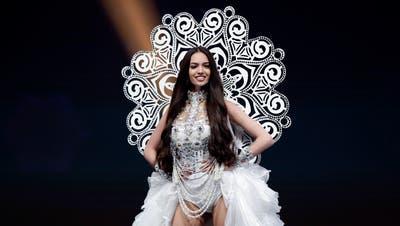 Die ehemalige Miss Schweiz Jastina Doreen Riederer im Nationalkostüm ander Miss Universe-Wahl 2018 in Thailand. (Bild: Prungroy Yongrit/EPA (Pattaya, 10. Dezember 2018))
