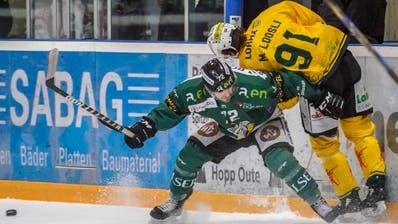 Der Angriff des HC Thurgau (Michael Loosli, rechts, gegen Diego Schwarzenbach) tat sich gegen Olten schwer. (Bild: Andy Müller/freshfocus)