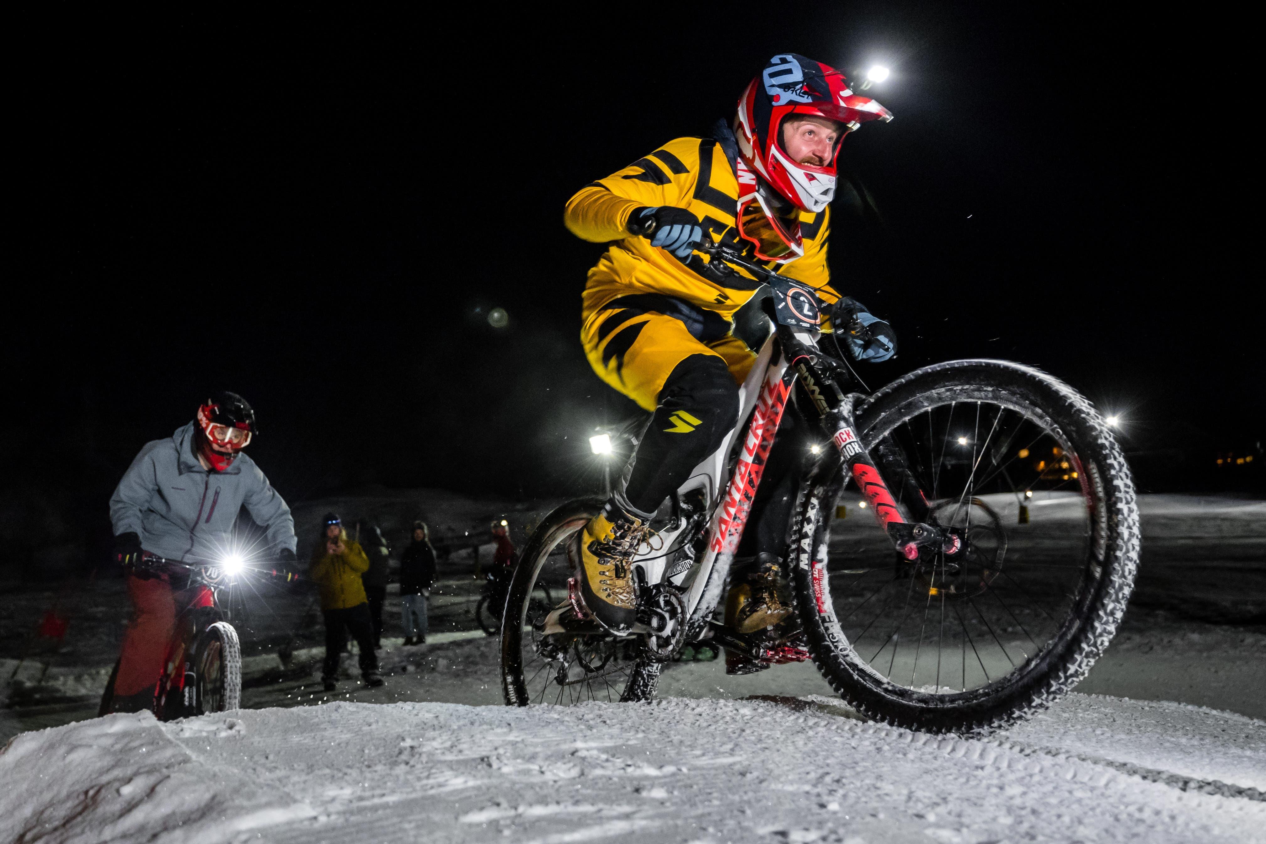 An der dritten Snow Bike Challenge absolvierten ambitionierte Biker einen Parcours. (Bild: Philipp Schmidli, Engelberg, 26. Januar 2019)