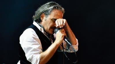Noch bis April auf Tournee: Stephan Eicher, hier bei einem Konzert in Zürich. Bild: Walter Bieri/Keystone (8. Juli 2017)