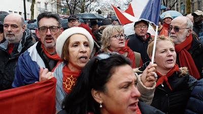 Tausende nahmen am Sonntag in Paris am «republikanischen Umzug für die Freiheit» teil. (RafaelYaghobzadeh/AP)