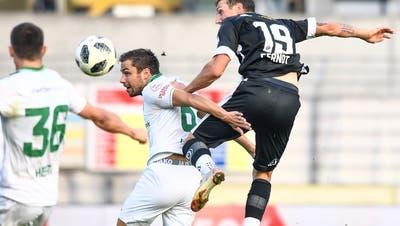 Alain Wiss (Mitte) setzt sich gegen Luganos Alexander Gerndt durch.(Bild: Francesca Agosta/KEY)