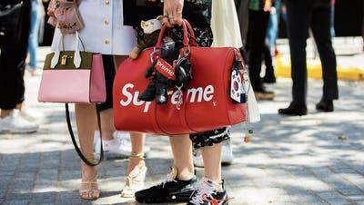 Lehner Versand in Schenkon verkauft Kopie der Kultmarke Supreme