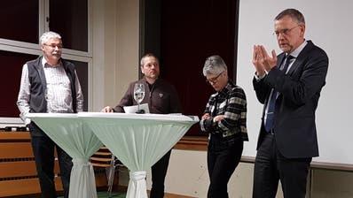 Die Podiumsteilnehmer Thomas Feer, Grüne Bezirk Andelfingen, Paul Koch, Marianna Frei, Gemeindepräsidentin Schlatt, und Markus Frei, Geschäftsleitung der Nagra. (Bild: PD)