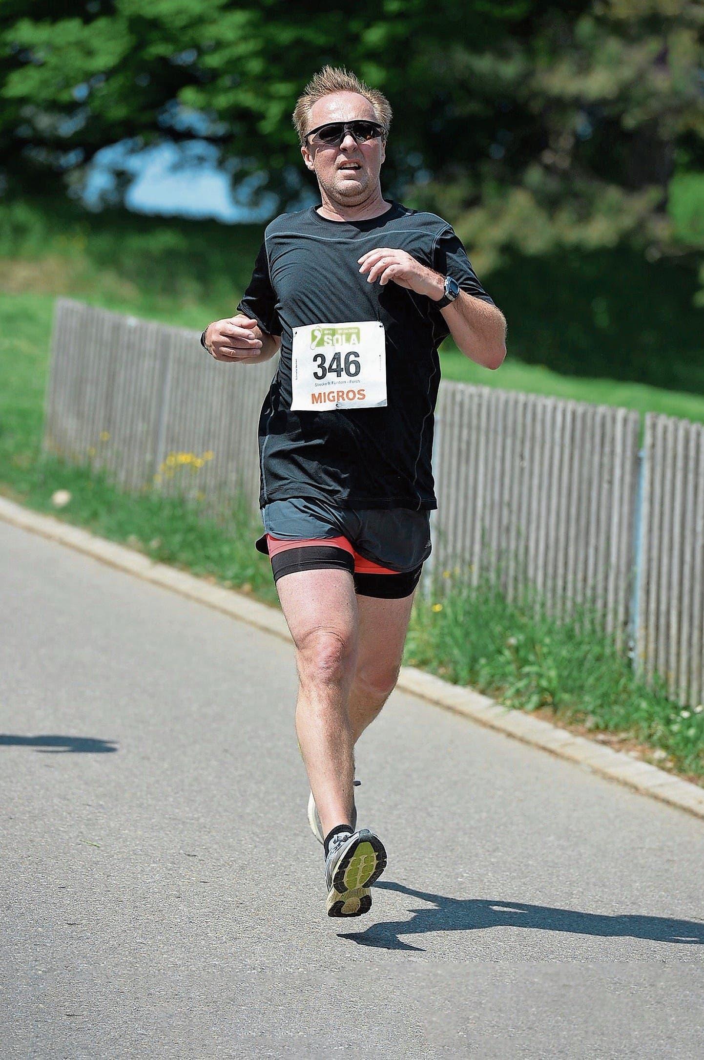 Laufsport bleibt für Sportredaktor Rainer Sommerhalder ein Hobby – nicht mehr auf Rekordkurs, dafür mit doppelt so viel Kinn. (Bild: privat)
