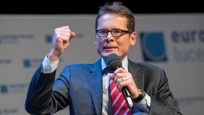 Roger Köppel gab am Donnerstag eine Pressekonferenz. (Keystone/Marcel Bieri)