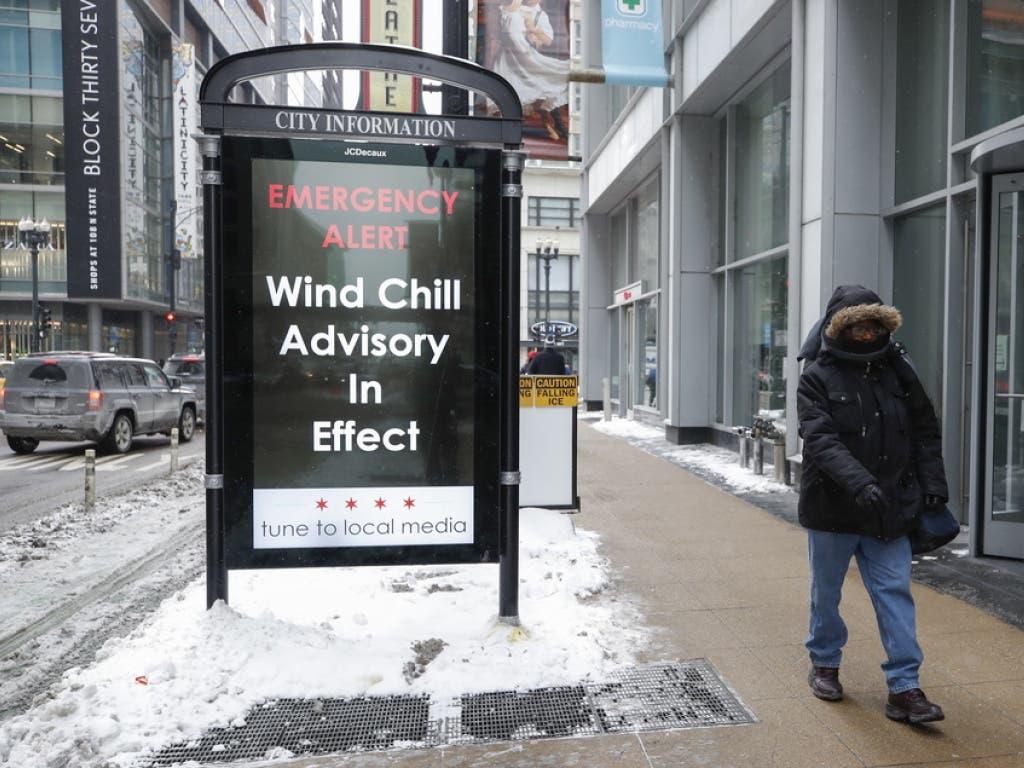 Warnung vor «Windchill»-Werten - der «Windchill-Effekt» beschreibt die Abkühlung der Haut bei erhöhter Windgeschwindigkeit. (Bild: Keystone/EPA/KAMIL KRZACZYNSKI)