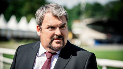 So kennt man den «Bestatter»:Mike Müller (55) als Luc Conrad. (Bild: SRF/Sava Hlavacek)