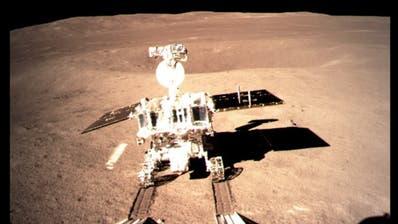 Chinas Mond-Rover «Jadehase 2» rollt nach historischer Landung los