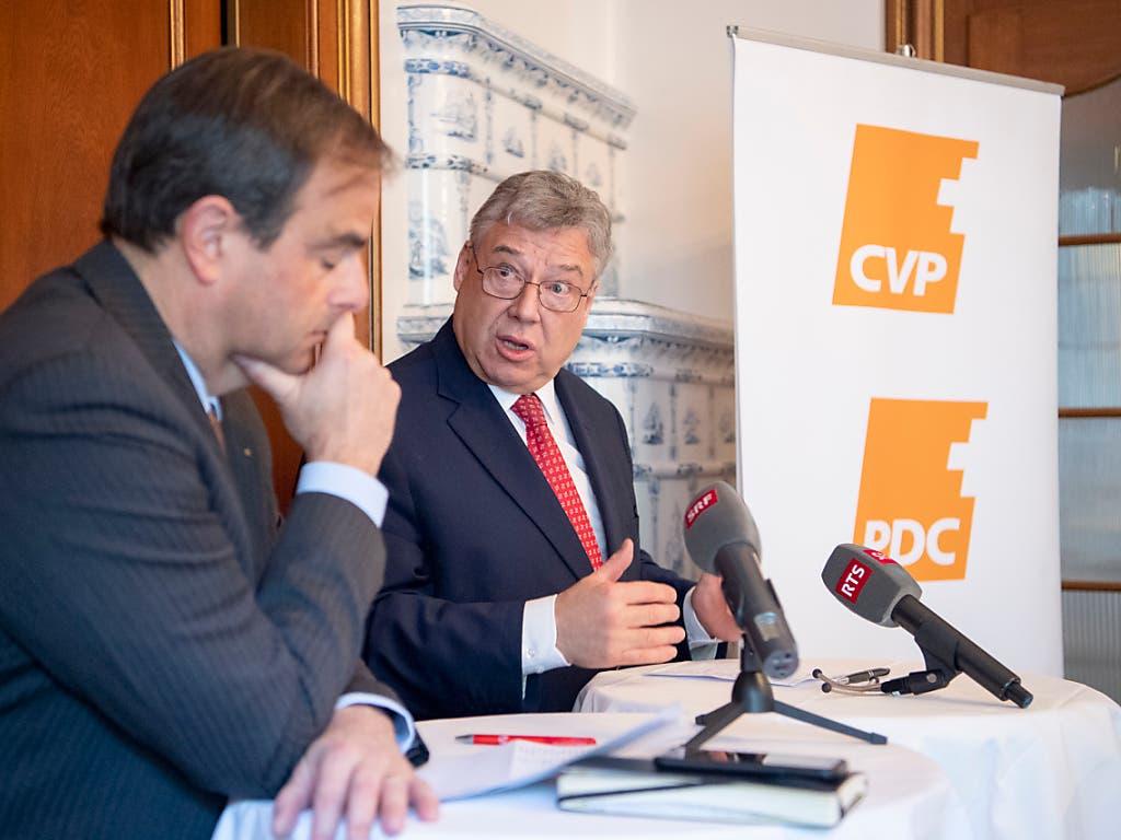 CVP-Fraktionschef Filippo Lombardi (rechts) warnt davor, die Aussenpolitik für die eigene Profilierung zu benutzen. (Bild: KEYSTONE/ANTHONY ANEX)