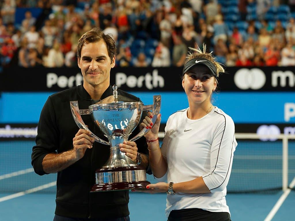 Erfolgreiches Schweizer Duo: Belinda Bencic und Roger Federer gewinnen zum zweiten Mal den Pokal in Perth (Bild: KEYSTONE/AP/TREVOR COLLENS)