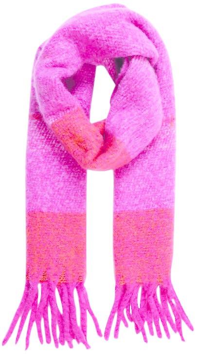 Ein farbiger Akzent an einem grauen Tag: der Schal von Even&Odd bei Aboutyou.ch.
