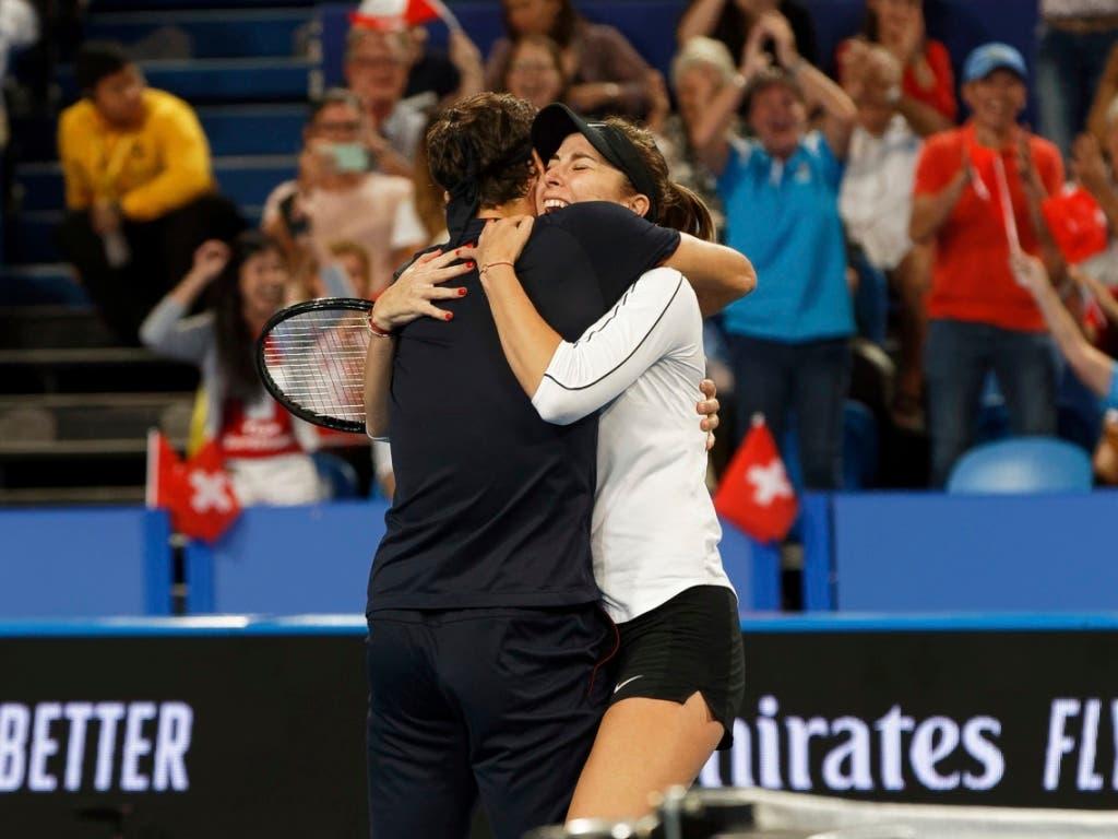 Federer und Bencic entscheiden den Mixed-Krimi gegen Deutschland für sich (Bild: KEYSTONE/AP/TREVOR COLLENS)