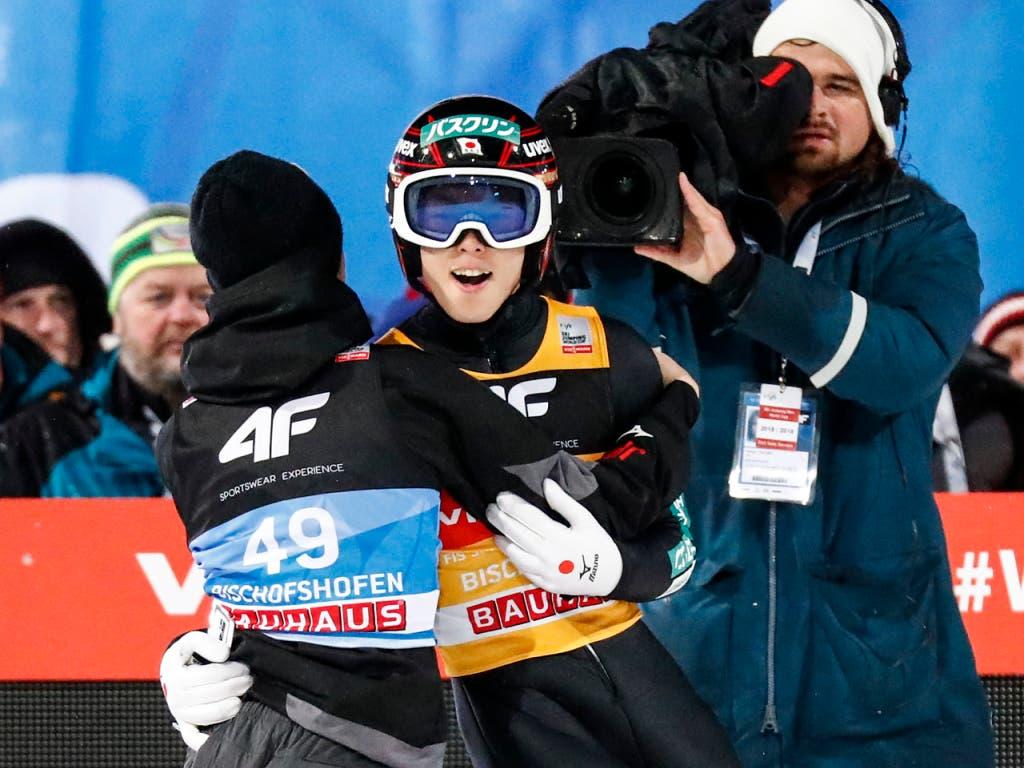 Sieger im Freudentaumel: Ryoyu Kobayashi (Bild: KEYSTONE/AP/MATTHIAS SCHRADER)