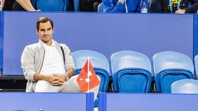 Roger Federer schaut sich das Spiel von Belinda Bencic in Perth an. (Bild: EPA/ Tony McDonough(Perth, 3. Januar 2019))